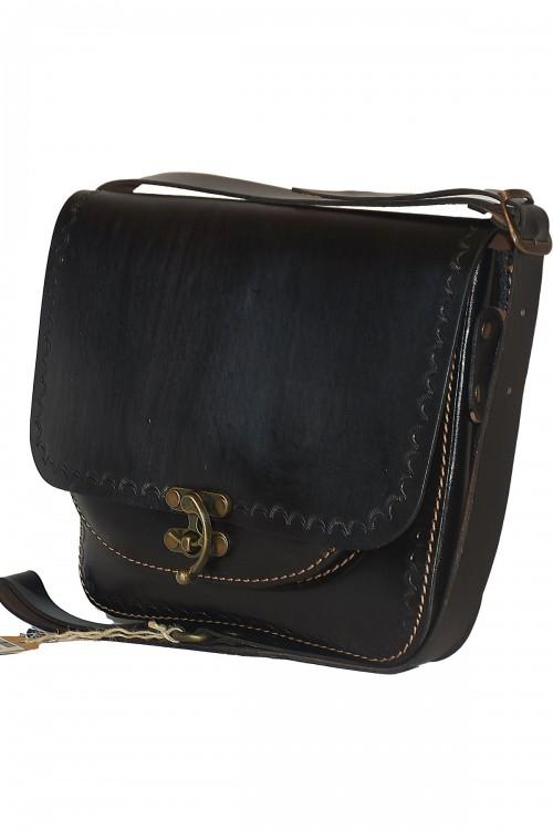 Postacı Model Ön Cepli Siyah Çanta